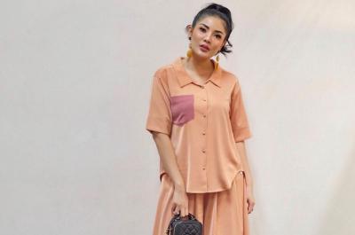 Hot Mama Nindy Ayunda Selfie Gemas Bareng 2 Anaknya, Netizen: 1 Keluarga Bibit Unggul