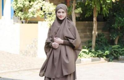Intip 4 Gaya Hijab Sederhana Cut Meyriska, Instan dan Tetap Syari