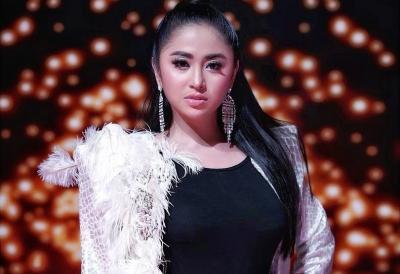 Dituding Pansos ke Denise Chariesta, Dewi Perssik: Kok Bisa Gitu Loh?