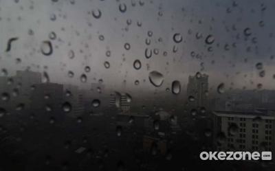 Hujan Intai Jakarta di Siang Hari