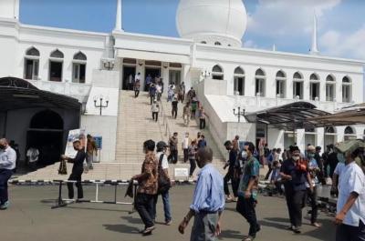 Masjid Al Azhar Tetap Gelar Sholat Jumat, Begini Suasananya