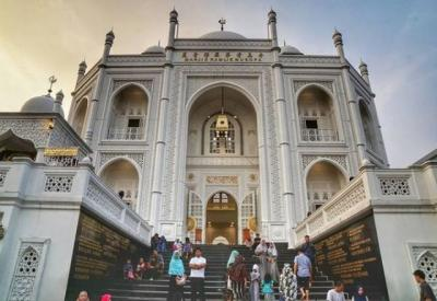 """5 Keistimewaan Masjid Ramlie Musofa hingga Dijuluki """"Taj Mahal Jakarta"""""""