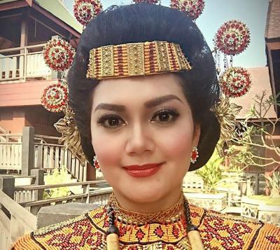 Bella Saphira Kagumi Keunikan Tana Toraja dan Rumah Berusia Ratusan Tahun