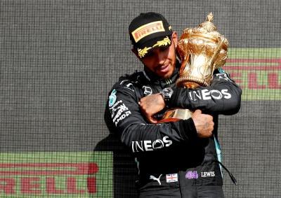 Usai Terlibat Insiden di F1 GP Inggris 2021, Lewis Hamilton Jadi Korban Rasisme