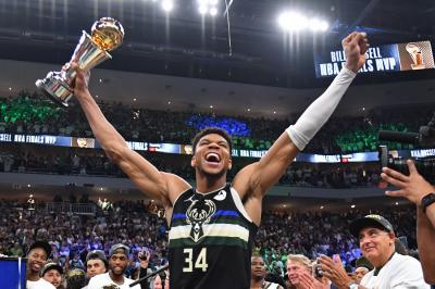 Milwaukee Bucks Juara NBA 2020-2021, Giannis Antetokounmpo Bikin Rekor