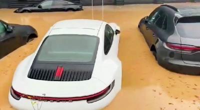 Diler Porsche Kebanjiran, Sportcar Miliaran Rupiah Terendam