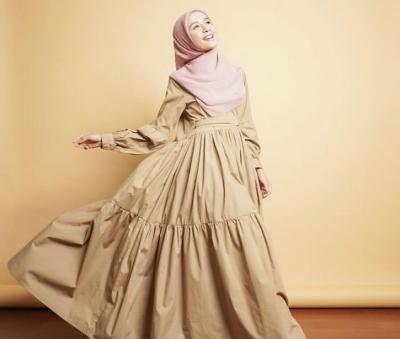 5 Gaya Hijab Syari Laudya Cynthia Bella, Full Pastel hingga Formal Look