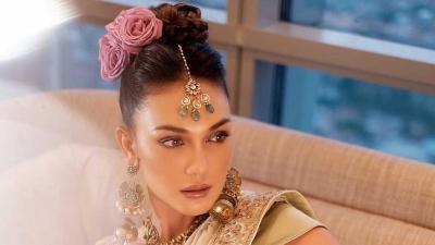 5 Potret Pesona Luna Maya Tampil dengan Makeup Glamor, Cantiknya Gak Bisa Didebat!