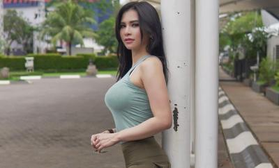 Seksinya Maria Vania Gowes Pakai Bra Pink, Netizen: Awas Ketubles Bun