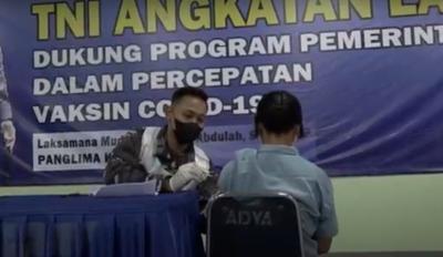 Gunakan 3 KRI, TNI AL Gelar Serbuan Vaksinasi di Tiga Pulau Kepulauan Seribu