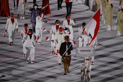 Elegan, Rio Waida Pimpin Parade Atlet Indonesia di Upacara Pembukaan Olimpiade Tokyo 2020