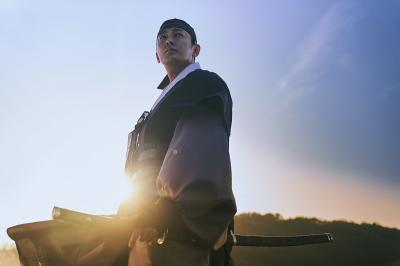 Joo Ji Hoon Mulai Syuting Sidequel Kingdom Tahun Depan