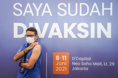 Buka Sentra Vaksinasi COVID-19 di Garut, Sandiaga: Kita Bisa Bangkit