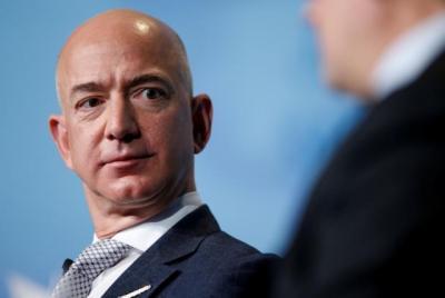 Orang Terkaya Dunia Jeff Bezos Bagi-Bagi Uang Rp2,9 Triliun Usai dari Luar Angkasa