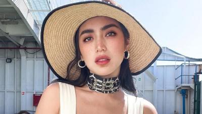 5 Gaya Jessica Iskandar Seksi Pakai Busana Crop Top, Hot Mommy!