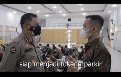 Tukang Parkir Jadi Polisi, Orangtuanya Hampir Pingsan Saking Senangnya