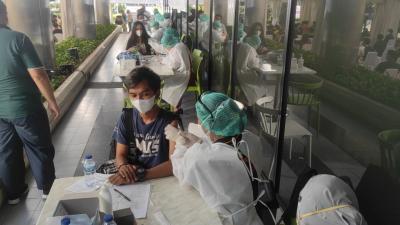 Ikut Vaksinasi MNC Peduli di Kebon Sirih Jakpus, Mahasiswa: Nyaman, Prosedurnya Tertib