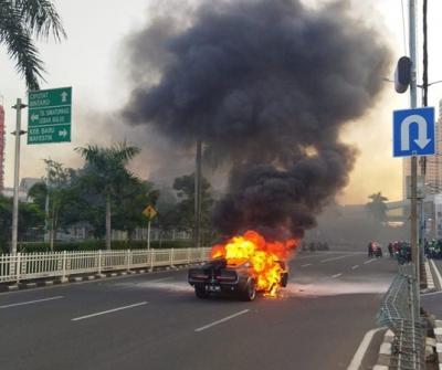 Mobil Sport Klasik Terbakar di Pondok Indah, Kerugian Rp2 Miliar