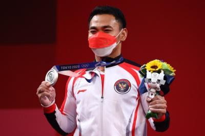 Komite Olimpiade Internasional Resah Banyak Atlet Lepas Masker di Podium