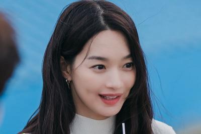 Shin Min Ah Dipuji Jadi Dokter Gigi Cantik di Hometown Cha-Cha-Cha