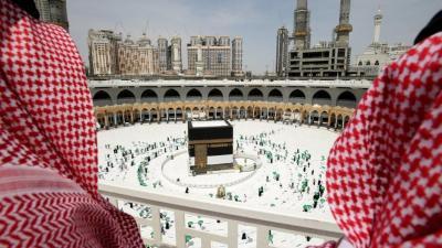 Jamaah Umrah Asal Indonesia Diminta Konjen Tunda Dulu ke Arab Saudi