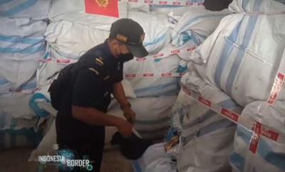 Bea Cukai Teluk Nibung dan Polsek Panai Tengah Gagalkan Pengiriman 783 Karung Pakaian Bekas Asal Malaysia, Selengkapnya di Indonesia Border Malam Ini Pukul 21.30 WIB