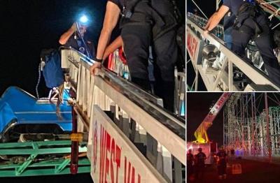 Roller Coaster Mendadak Macet, 8 Remaja Terjebak di Ketinggian 18 Meter