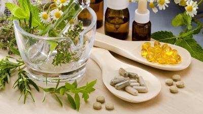 Bolehkah Minum Obat Terapi Covid-19 Bersamaan dengan Herbal?