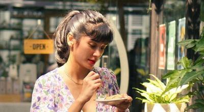 Intip Gaya Fanny Ghassani Berbusana Floral Crop Top, Cantiknya Makin Memesona!