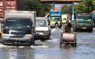 Luhut Sebut Potensi Kerugian akibat Banjir Rob Rp1.000 Triliun