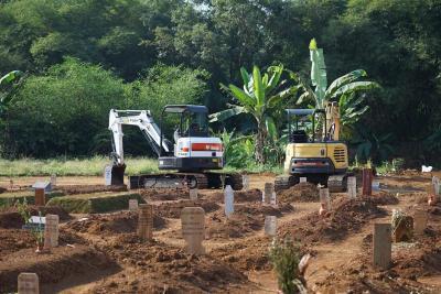 Kementerian PUPR Kirim 2 Excavator ke Bogor Bantu Gali Makam Covid-19