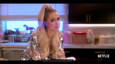 Paris Hilton Tampil Glamour saat Masak, Gaya Sosialita Kelas Kakap Nih!