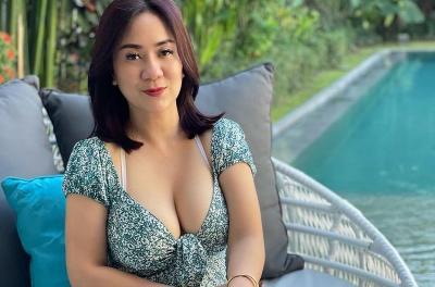 Tante Ernie Cosplay Jadi Tentara, Netizen: Saya Siap Wamil!