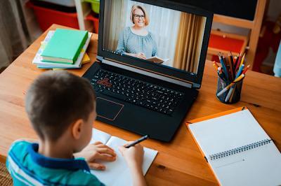 Sekolah Online, Anak Tak Cuma Butuh Tugas