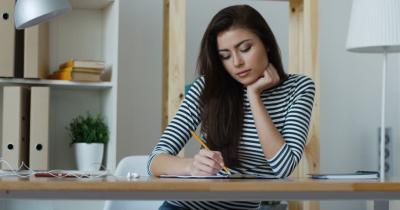 Tips Kerja Efektif saat WFH, Jangan Bekerja di Kasur