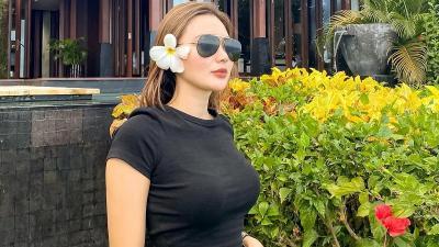 Potret Wika Salim Pakai Kaus Hitam Bikin Salfok, Cantik Berambut Pirang!