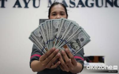 Dolar Menguat di Tengah Anjloknya Bursa Saham AS
