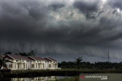 Waspada! Hujan Disertai Petir Diprakirakan Guyur Jakarta Malam Ini