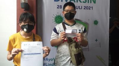 Adik-Kakak Lega Bisa Lengkapi Dosis Kedua di Sentra Vaksinasi MNC Peduli