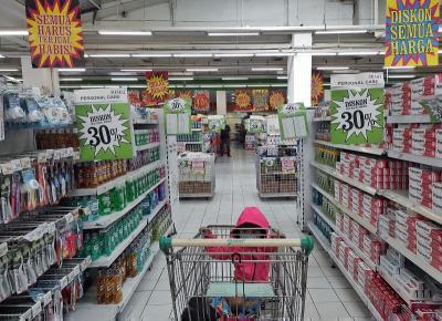 Tutup Permanen, Karyawan Giant Dapat Pesangon Rp100 Juta