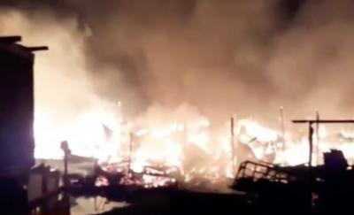 Kebakaran Hebat Hanguskan Lapak Barang Rongsokan di Bekasi Timur