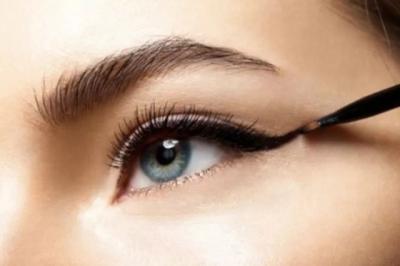 Jangan Gunakan Eyeliner di Garis Air Mata, Ini Bahayanya