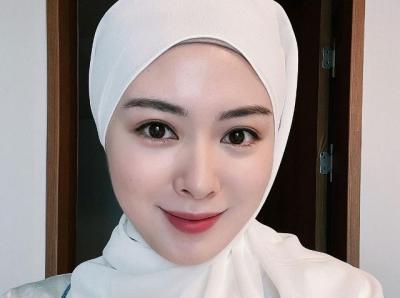 Ayana Moon Tampil Cantik dengan Hijab Putih, Netizen: Assalamualaikum Bidadari Surga
