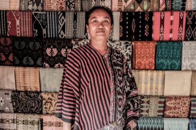 Deretan Kain Tenun Indonesia yang Tak Lekang Oleh Waktu
