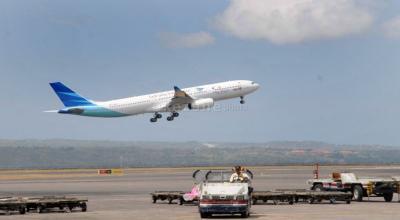 Garuda Indonesia Rugi Rp5,5 Triliun, Pendapatan Anjlok 54%