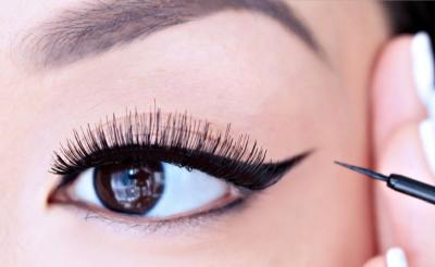 Beautypedia: Pakai Eyeliner di Garis Air Berbahaya untuk Kesehatan