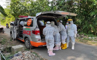 Relawan Muhammadiyah Siapkan Ambulans dan Pemakaman Bagi Non Muslim Korban Covid-19