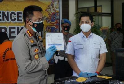 Jual Kartu Vaksin dan Surat Swab Antigen Palsu, Karyawan Fotokopi di Bekasi Ditangkap