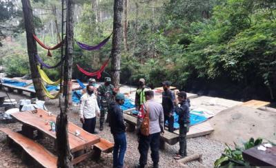 Tetap Beroperasi saat PPKM, Wisata Perkemahan di Bandung Dibongkar Petugas