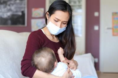 Ibu Menyusui Terinfeksi Covid-19, Haruskah ASI diganti Susu Formula?